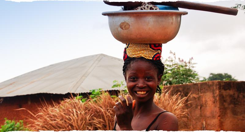 Femme africaine souriante